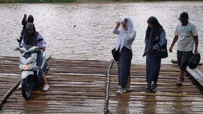 Cerita Kepsek SMAN 1 Alu Polman, Ratusan Siswanya Setiap Hari Sebrangi Sungai Menuju Sekolah