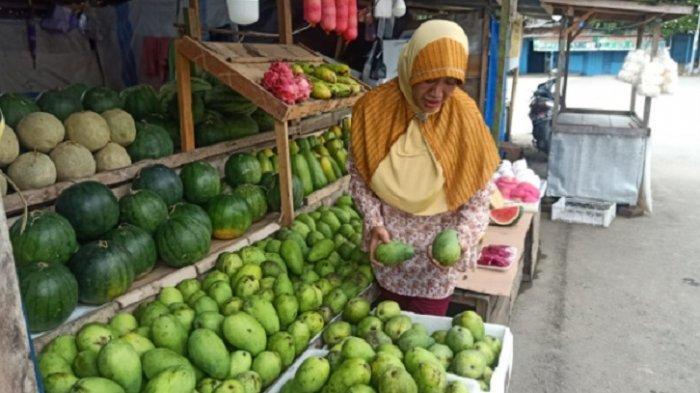 Pandemi Covid-19, Pedagang Mangga di Pasar Baru Mamuju Raup Omset Jutaan Per Hari