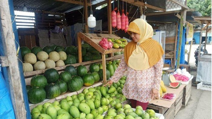 FOTO: Penjual Buah Mangga di Pasar Baru Mamuju Sulawesi Barat