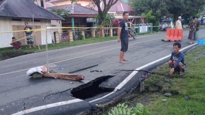 Jalan Trans Sulawesi di Malunda Majene Nyaris Putus, Ada Rongga di Bawah Permukaan Aspal
