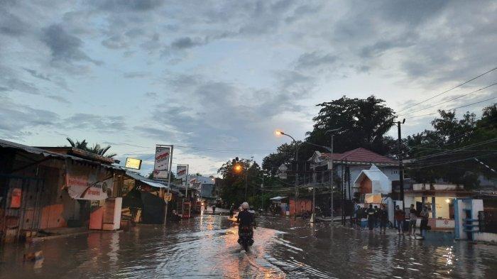WASPADA! Hujan Lebat & Angin Kencang Berpotensi Terjadi di Mamuju Malam Ini