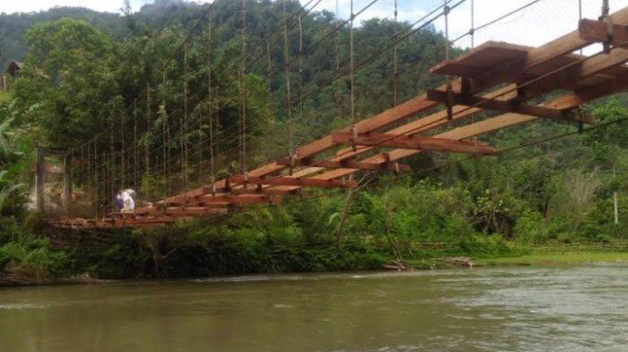 Setelah Viral, Jembatan Gantung Pamoseang Mamasa Akhirnya Diperbaiki