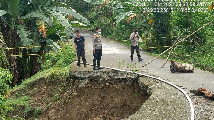 Jalan Amblas di Desa Simbang Majene, Ini Jalur Alternatif yang Bisa Dilewati