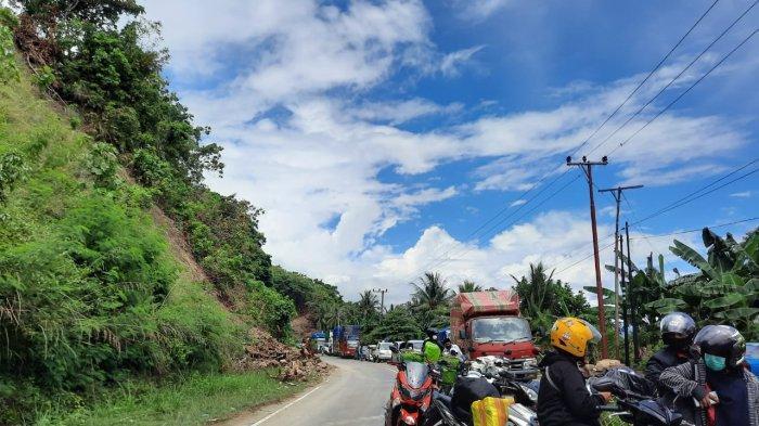 Material Longsor Dibersihkan, Jalur Trans Sulawesi Buka Tutup, Kemacetan Panjang Tak Terhindarkan