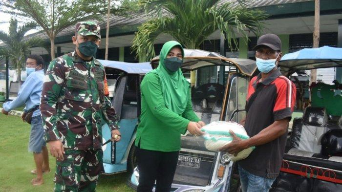Sambut HUT ke-76 TNI, Kodim 1402/Polman Bagikan 7 Ton Beras ke Tukan Becak