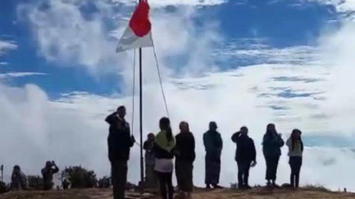 Komunitas Pencinta Alam Mamasa Kibarkan Bendera Merah Putih di Puncak Mambulilling
