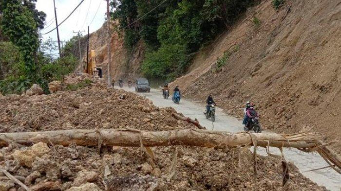 Jalan Trans Sulawesi di Tubo Tengah Majene Dibersihkan, Petugas Kerahkan 3 Alat Berat
