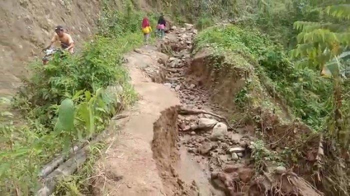 Sering Ada Korban, Jalan Rusak Menuju Desa Lenggo Polman Dikeluhkan Warga