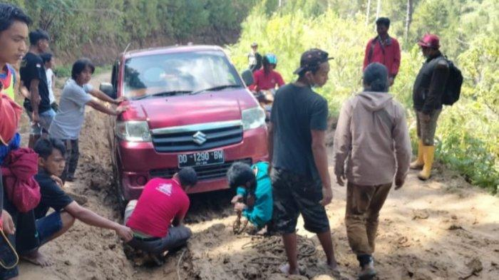 Anggota DPRD Sulbar Minta Gubernur Percepat Pembangunan Jalan di Mamasa