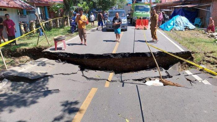 BERITA FOTO Kondisi Jalan Trans Sulawesi di Malunda Majene Terputus, Lalu Lintas Lumpuh Total