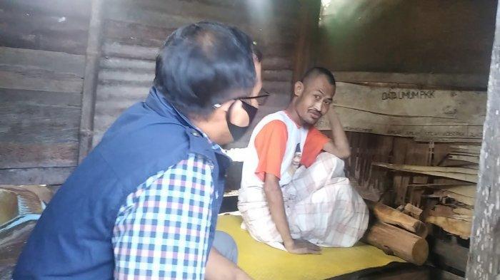Kisah Kuswono, Pria Asal Desa Sugiwaras Polman yang Dipasung 10 Tahun di Gubuk Selebar 1,5 Meter