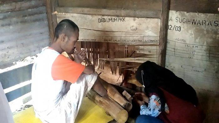 Kuswono, warga asal Polman yang harus dipasungh karena mengalami gangguan jiwa