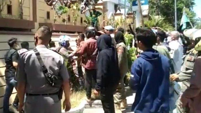 Mahasiswa Bentrok dengan Aparat Kepolisian, Demo Penolakan Videotron Majene
