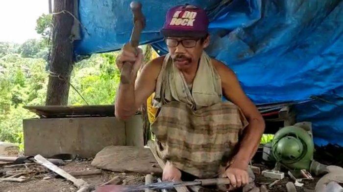KISAH Martinus, Penyandang Disabilitas Asal Mamasa, Bertahan Hidup dari Hasil Menjadi Pandai Besi