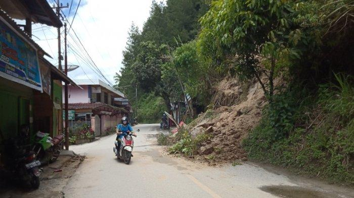 Tebing Batu di Ujung Kota Mamasa Ambruk, Warga: Sempat Kena Mobil