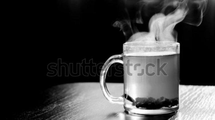 Minum air panas