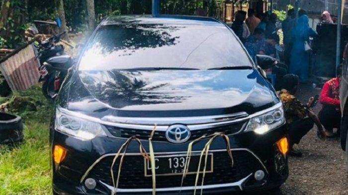 Penampakan & Harga Corolla Altis Mobil Dinas Ketua DPRD Sulbar Sering Dipakai Warga Nikahan