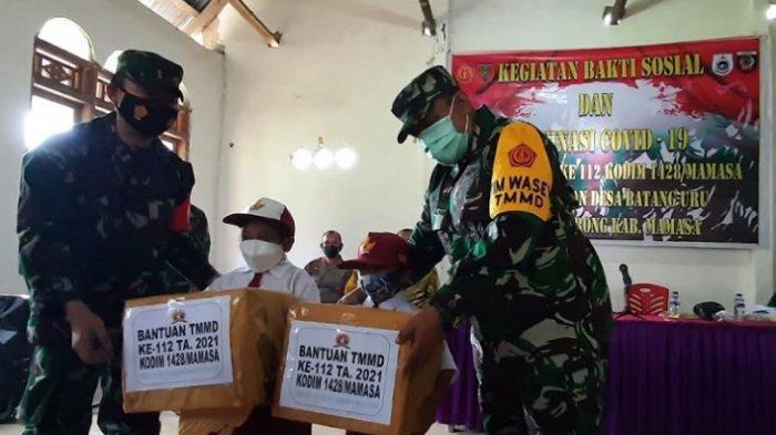 Dandim 1428 Mamasa Sumbang 1000 Alkitab dan 1 Ton Beras di Kecamatan Sumarorong