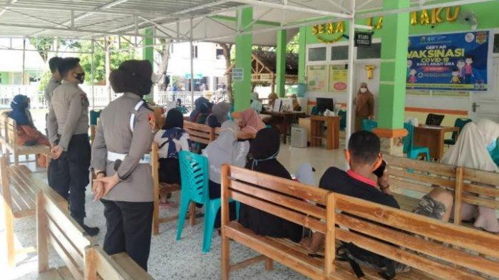 Polwan Kawal Pelaksanaan Vaksinasi Lansia di Majene