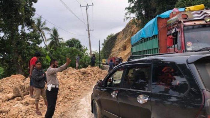 Jalan Licin & Berlumpur, 2 Truk Sempat Mogok di Jalan Trans Sulawesi Desa Tubo Tengah