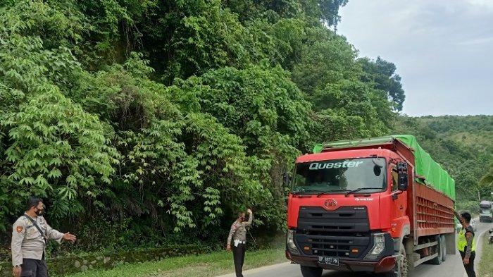 Sopir Mamuju KeluhkanSistem Buka Tutup Jalan di Majene: 4 Jam Jadi 6 Jam Perjalanan