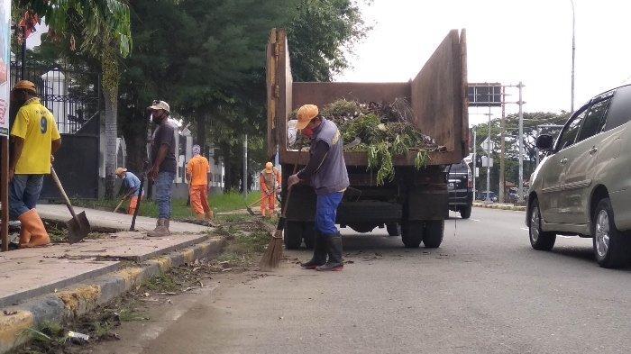 Sampah Meningkat Setelah Idul Adha, DLHK Mamuju Bagi Dua Kelompok Petugas Kebersihan