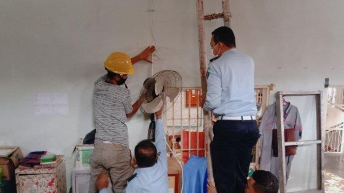 Cegah Kebakaran, Petugas Lapas Polewali Periksa Instalasi Listrik di Kamar Tahanan