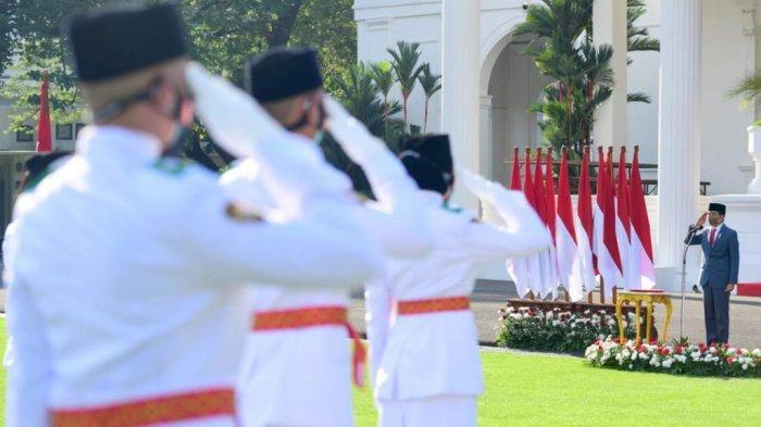 Presiden Joko Widodo saat mengukuhkan anggota paskibraka, kamis (12/8/2021)