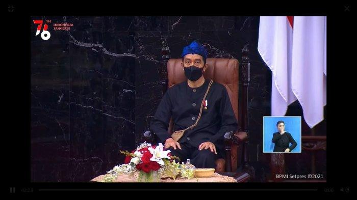 Presiden Jokowi menggunakan baju adat Baduy