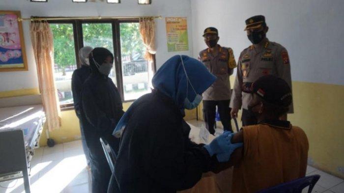 53 Purnawirawan dan Istri Polisi di Polman Disuntik Vaksin Tahap Pertama