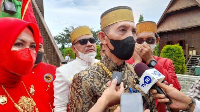 Raja Gowa Andi Kumala Idjo Berikan Penghargaan Persahabatan kepada Bau Akram Dai