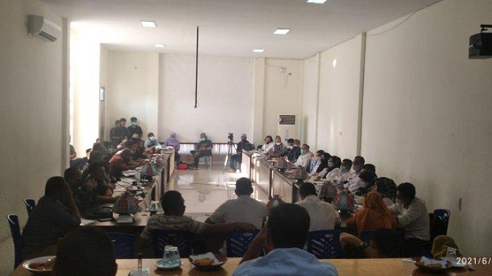 VIDEO: Rapat DPRD Polman dengan Warga Terkait Penutupan TPA Paku