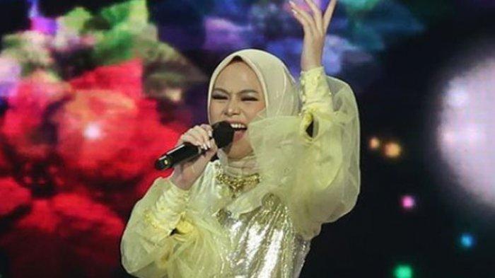 Mahasiswi Universitas Tomakaka, Rezki Ramdhani Juara Rising Star Indonesia Dangdut 2021