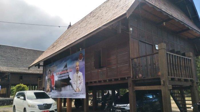 Rumah Adat Mamuju tempat pelaksanaan pelantikan Raja, Andi Bau Akram Dai