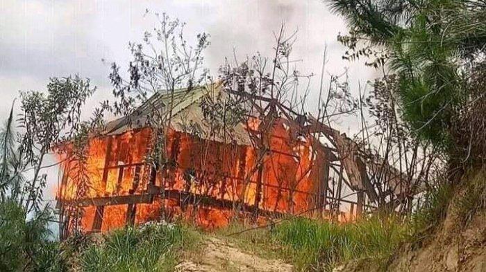 VIDEO: Dua Rumah Ludes Terbakar di Polman