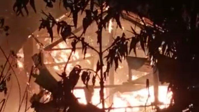 Kebakaran Kembali Hanguskan Rumah Warga Mamasa. Kakek Dellu Tak Lagi Punya Tempat Tinggal