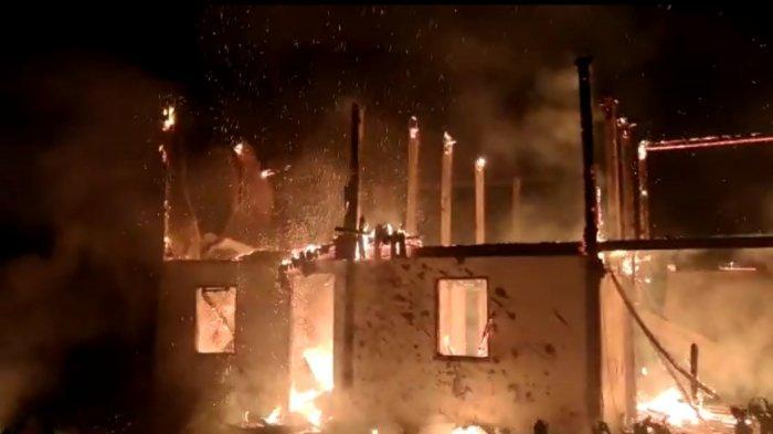 BREAKING NEWS: Kebakaran Hanguskan 1 Rumah Warga di Sumarorong Kabupaten Mamasa