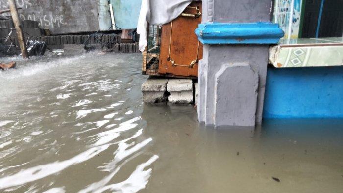 VIDEO Hujan Deras Membuat Rumah Warga di Malunda Kabupaten Majene Terendam Air