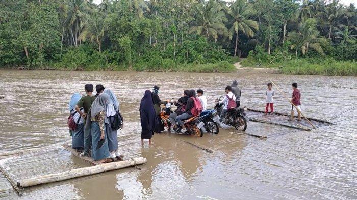 Siswa di Polman Bertarung Nyawa Sebrangi Sungai Menuju Sekolah, Ini Kata Akademisi Unsulbar