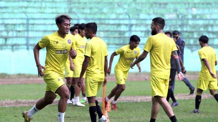 Skuat Arema FC saat sedang menjalani latihan (Sumber: Ligaindonesiabaru.com)