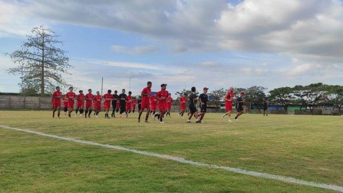 Skuat PSM Makassar latihan di Lapangan Bosowa Sport Centre, Makassar
