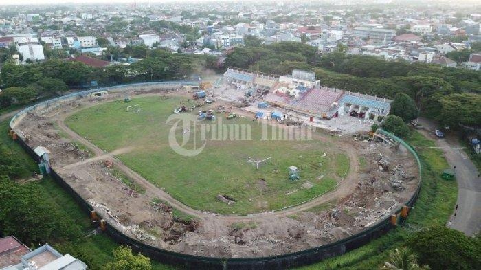 Stadion Mattoanging saat proses pembongkran