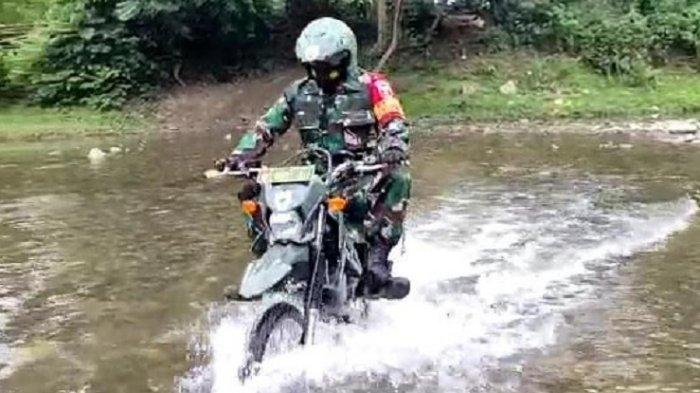 Perjuangan Babinsa Serda Suparman, Lintasi 8 Sungai Setiap Hari untuk Bantu Warga Desa Binaan