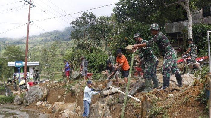 TNI-Polri dan Masyarakat Gotong-royong Bangun Talud di Desa Banea Mamasa