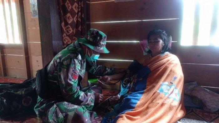 Puskesmas Jauh, Kodim 1428 Mamasa Beri Pelayanan Kesehatan Gratis di Desa Banea