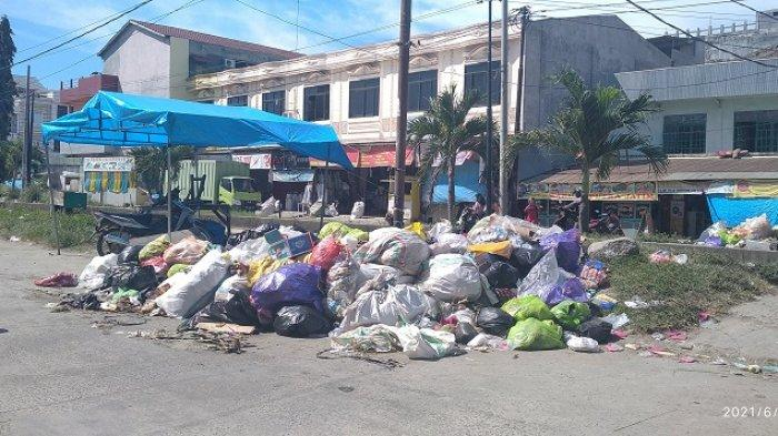 VIDEO: Tumpukan Sampah di Pasar Wonomulyo Polman Imbas TPA Ditutup