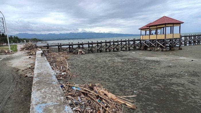 Wisata Pantai Barane Majene Penuh Sampah