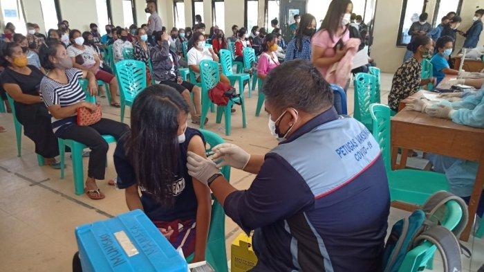 Meriahkan HUT ke-76 TNI, Kodim Mamasa Bakti Sosial dan Vaksinasi Massal
