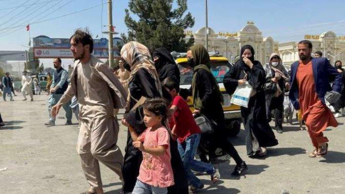 Warga Afganistan sedang berbondong-bondong meninggalkan ibukota Kabul
