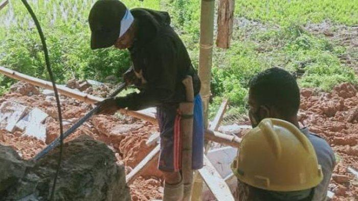 Camat Mehalaan Mamasa Mengungsi, Rumahnya Terseret Longsor